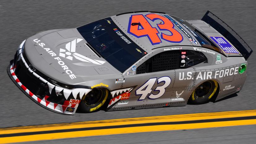 Гонщик NASCAR лишился спонсора из-за виртуальной гонки