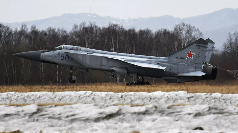 В Казахстане упал военный самолёт МиГ-31