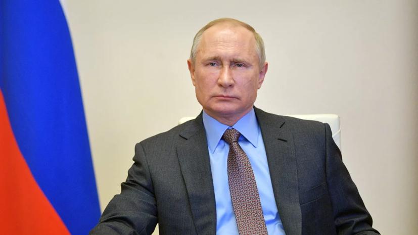 Путин поддержал идею о первоочередной вакцинации медперсонала
