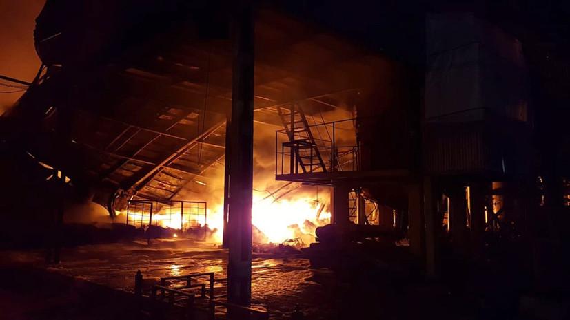 Спасатели локализовали пожар на заводе в Туле