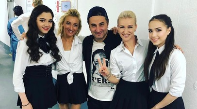 Евгения Медведева, Алёна Савченко, Ари Закарян, Татьяна Волосожар и Алина Загитова.