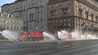 Дороги и тротуары Москвы обработали специальными дезинфицирующими препаратами