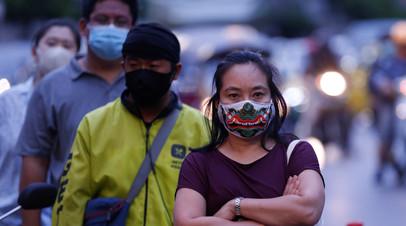 Прохожие в защитных масках, Бангкок