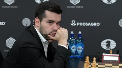 Шахматист Непомнящий одержал первую победу на онлайн-турнире