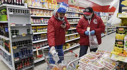 Волонтеры тюменской общественной организации закупают продукты питания жителям города, пенсионерам и неполным многодетным семьям в Тюмени