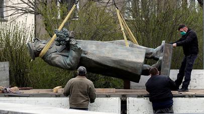 Демонтаж памятника маршалу Ивану Коневу