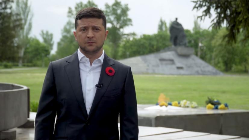 Зеленский возложил цветы к Вечному огню в Киеве