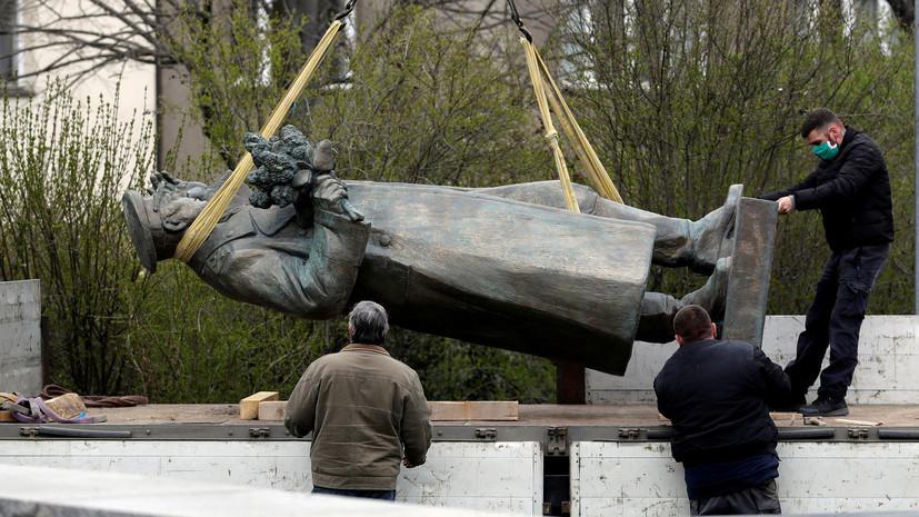 В Праге осквернили пьедестал памятника Коневу