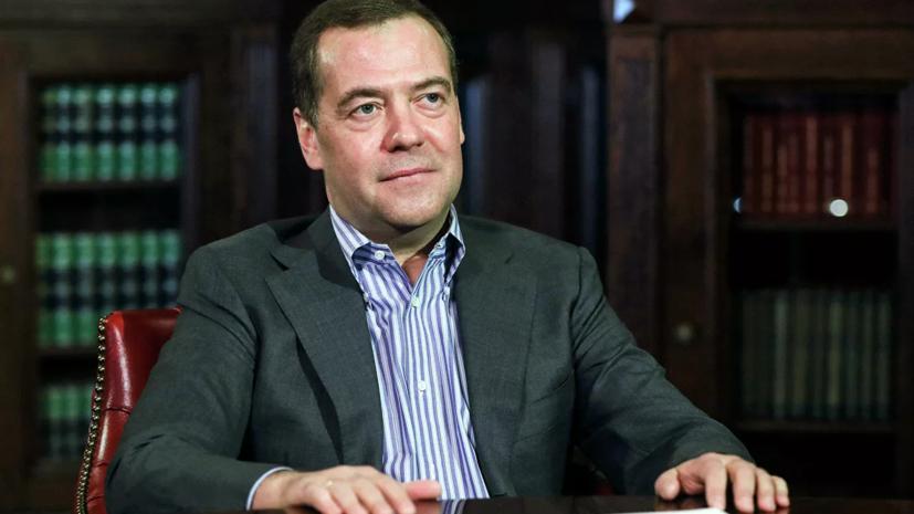 """Медведев ответил на слова главы СНБО Украины """"о скором развале России"""""""