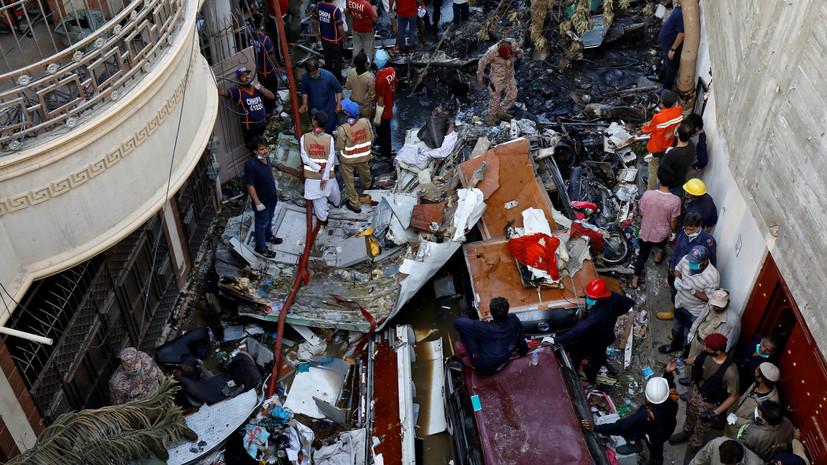 В Пакистане обнаружили чёрный ящик разбившегося самолёта