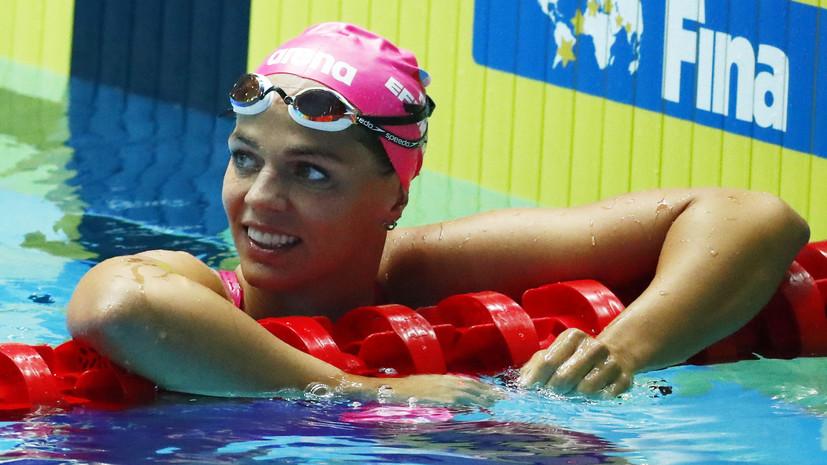 Ефимова опубликовала фото на розовом фламинго в бассейне