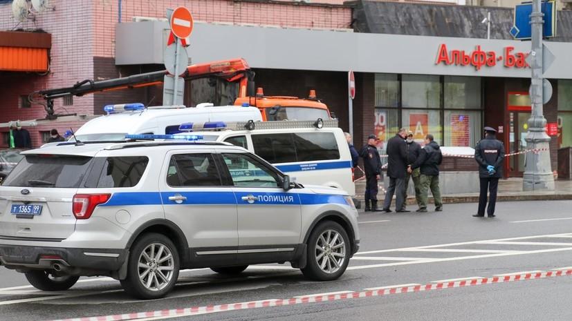 Заложник рассказал об общении с захватившим банк в Москве