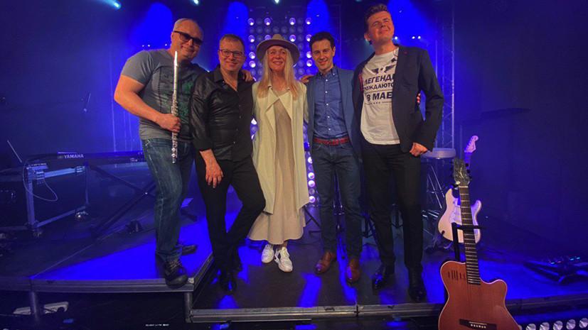 Антон и Виктория Макарские дали благотворительный онлайн-концерт