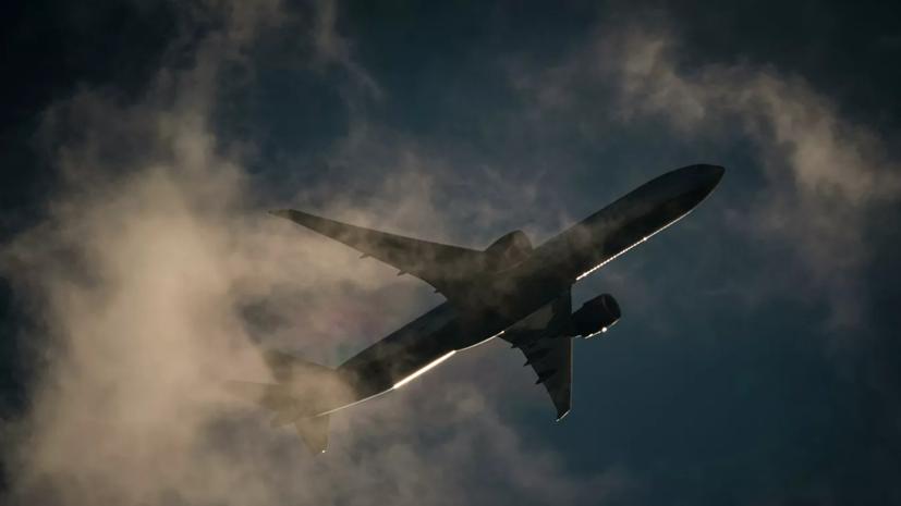 Внутренние перелёты по России в апреле упали почти в два раза