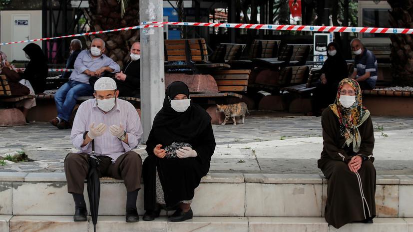 В Турции за сутки выявили 987 заболевших коронавирусом