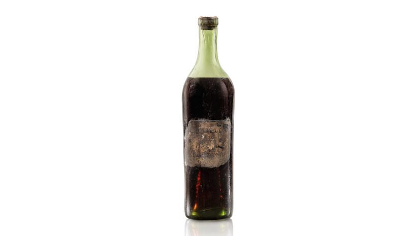 На аукционе Sotheby's продали бутылку коньяка 1762 года розлива
