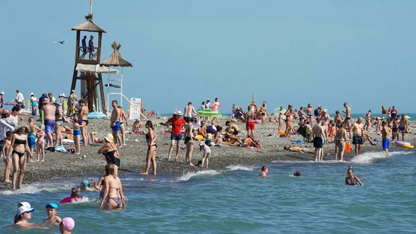Роспотребнадзор разрешил не носить медицинские маски на пляже