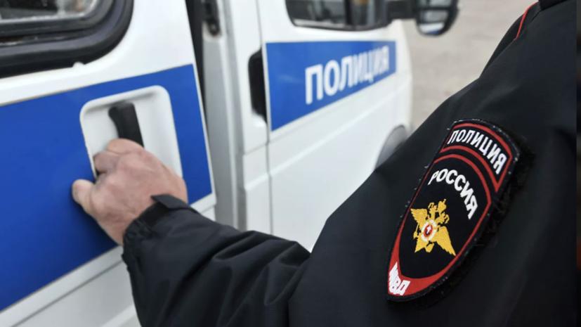 В московском метро мужчина угрожал пассажирам оружием
