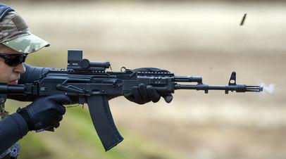 Стрельба из автомата АК-74М, оснащённого коллиматорным прицелом