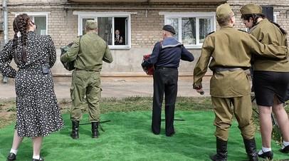 В Кирове артисты устроили концерт для ветерана Великой Отечественной войны