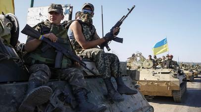Украинские военнослужащие на бронетехнике под Славянском