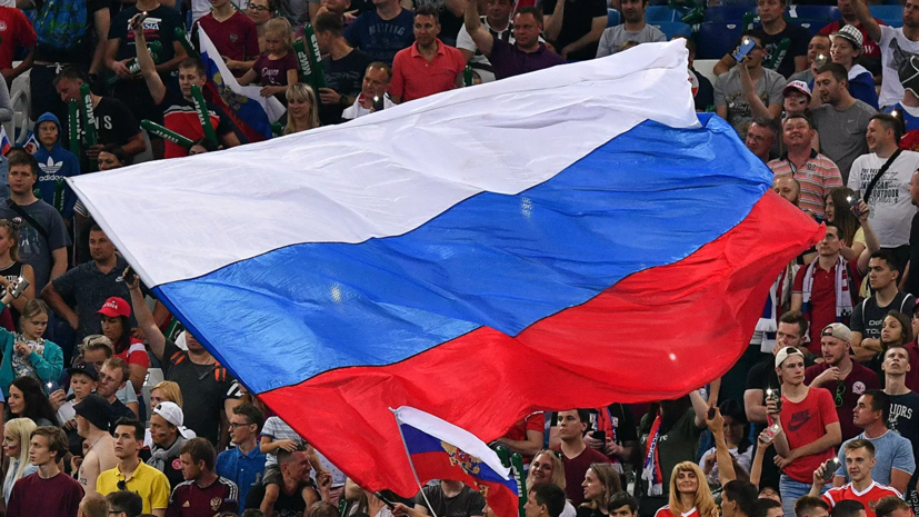 Болельщики смогут посещать футбольные матчи в России только в масках и перчатках