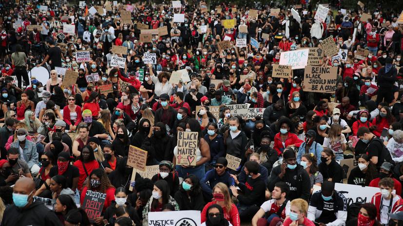 Тысячи человек в Лондоне вышли на акцию в защиту афроамериканцев