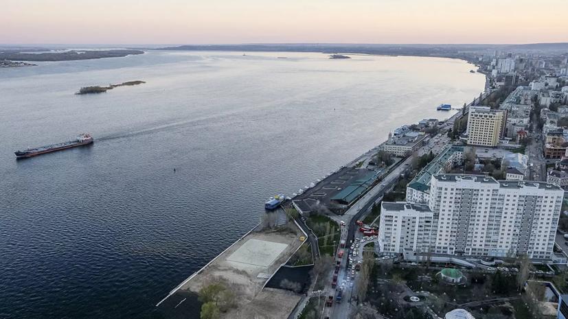 В Волге у берегов Саратова обнаружили нефтяное пятно
