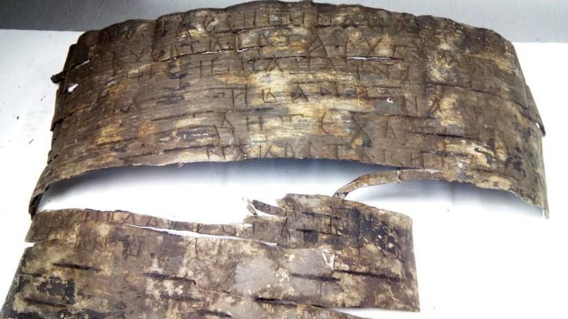 Башня, топор и берестяные грамоты: археологи сделали ряд находок на раскопках в Великом Новгороде