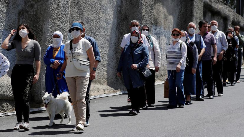 За сутки в Турции выявили 989 случаев заболевания коронавирусом