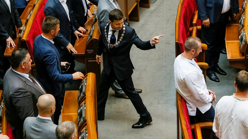 «Без программы, идеологии и команды»: как на Украине падает популярность Зеленского