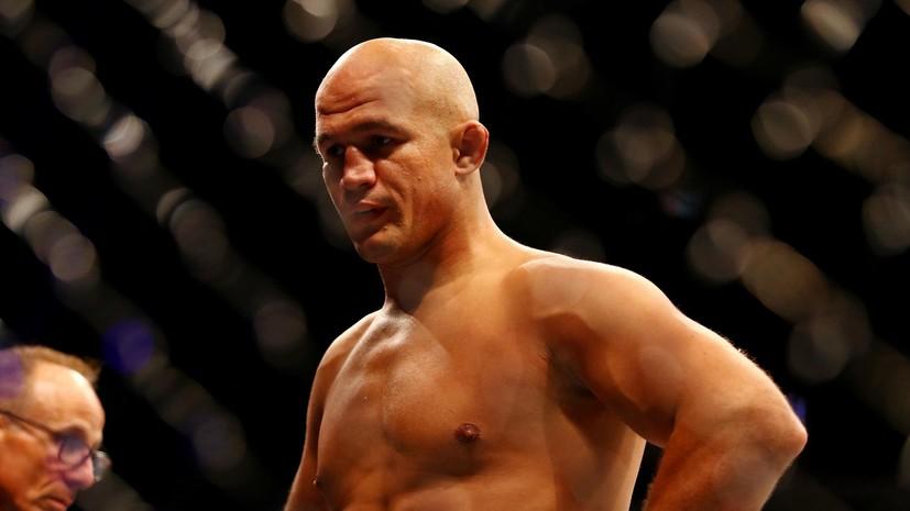 СМИ: Экс-чемпион UFC Дос Сантос встретится с Розенстрайком на UFC 252