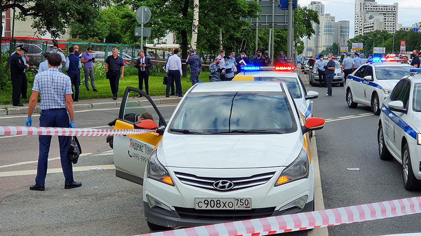 Ранены два сотрудника ДПС и нападавший: что известно о стрельбе на Ленинском проспекте в Москве