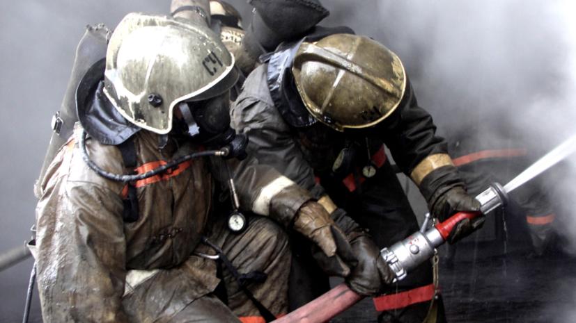 В Благовещенске загорелся склад на площади более 500 кв. м