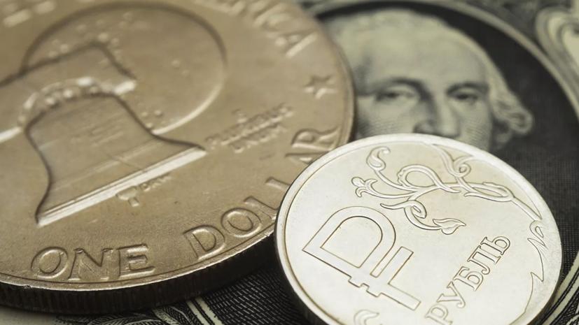 Рубль растёт к доллару на открытии торгов