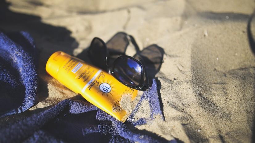 Эксперт дал рекомендации по покупке средств защиты от солнца