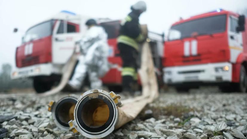 Пожар в ангаре на севере Москвы ликвидировали