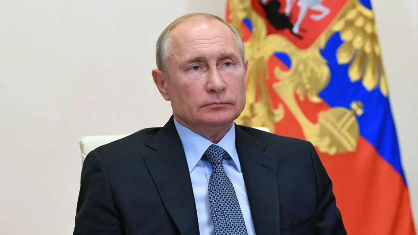 Путин поблагодарил медиков за работу в период пандемии