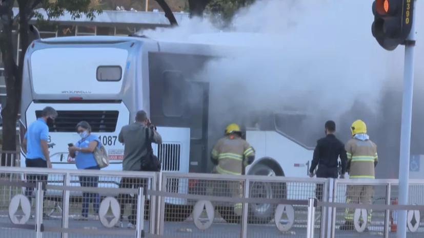 В Бразилии неизвестный поджёг автобус с пассажирами