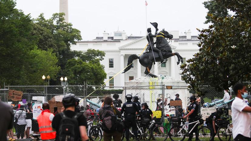 «Америка расколота»: усилит ли указ об охране памятников в США шансы Трампа на переизбрание