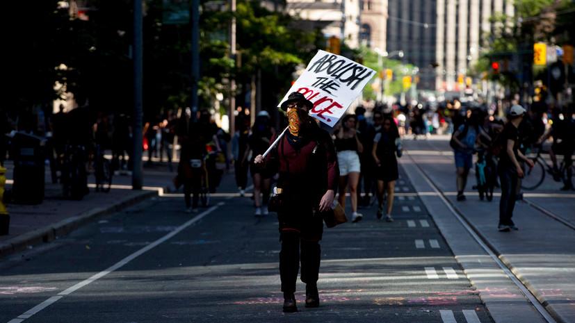 В Торонто прошёл митинг за расформирование полицейских управлений