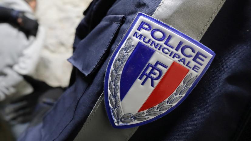 Полиция проводит операцию в ТЦ в деловом районе под Парижем