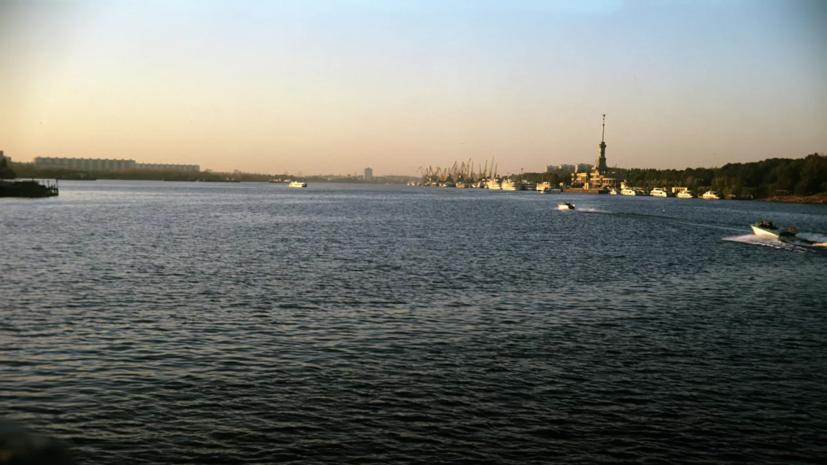 Власти рассказали о ситуации с разливом нефтепродуктов в Химках