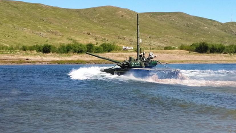 Более 100 экипажей ВВО завершили подготовку по вождению танков под водой
