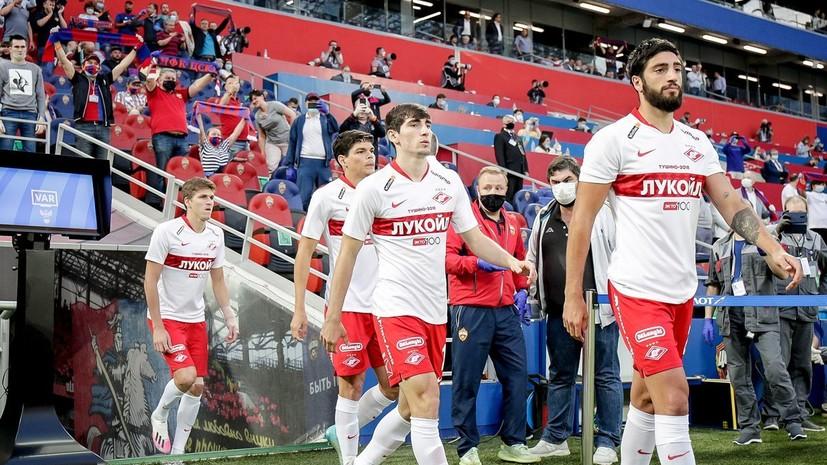 Во время матча между ЦСКА и «Спартаком» на поле выбежала белка