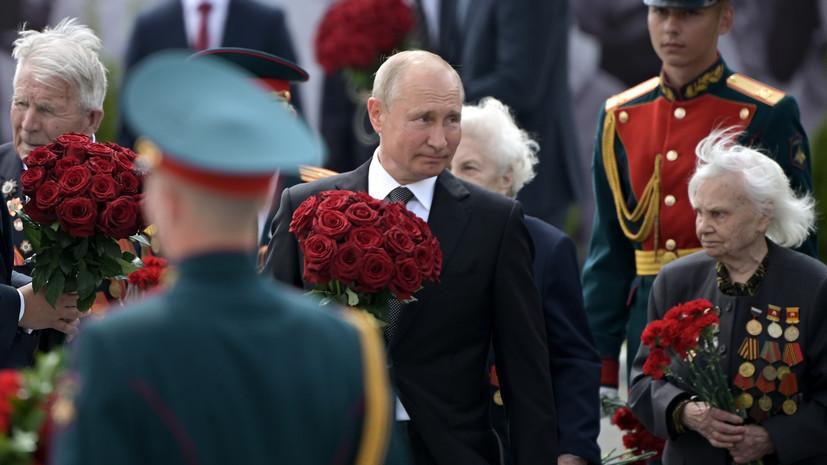 Стали известны подробности о записке, которую Путин передал ветерану