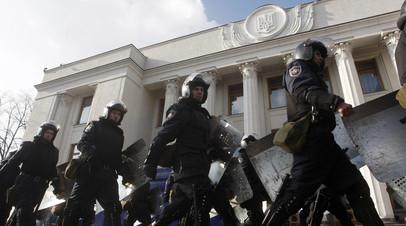 «Сложная система отношений»: что стоит за вызовом главы МВД Украины Авакова в Раду