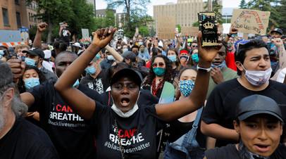 Губернатор Миннесоты рекомендовал протестующим сдать тест на COVID-19