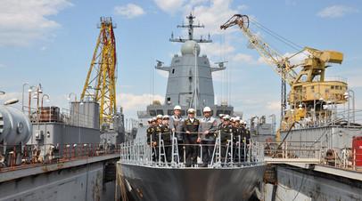 Экипаж корвета «Герой Российской Федерации Алдар Цыденжапов» с сотрудниками Амурского судостроительного завода