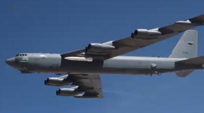 Бомбардировщик B-52 с прототипом ракеты AGM-183A ARRW